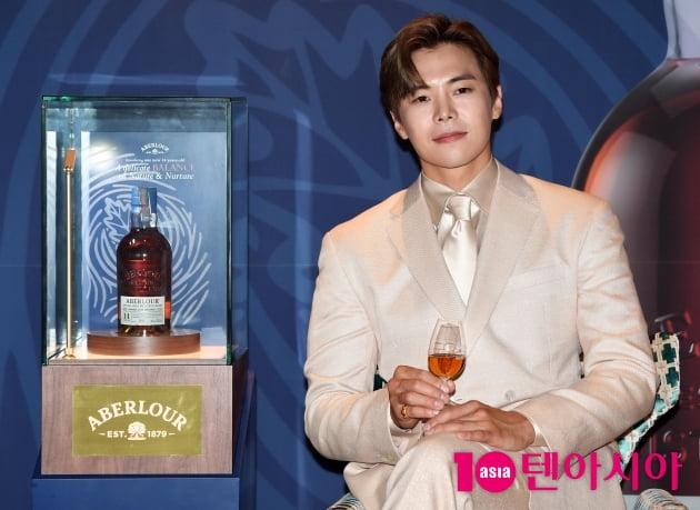 [TEN 포토] 박은석 '저랑 위스키 한잔...'