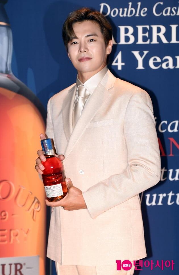 [TEN 포토] 박은석 '위스키 같은 미소'