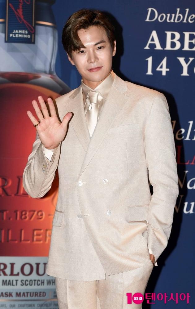 [TEN 포토] 박은석 '시선 강탈 베이지 슈트'
