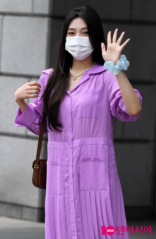 [TEN 포토] 레드벨벳 조이 '햇빛도 질투하는 미모'