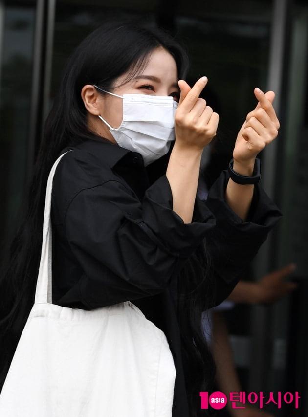 [TEN 포토] 마마무 솔라 '사랑스러운 하트 뿅뿅'