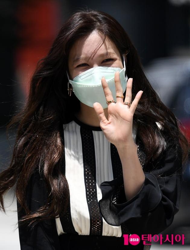 [TEN 포토] 이지아 '꽃받침 요구에 정중히 사양'