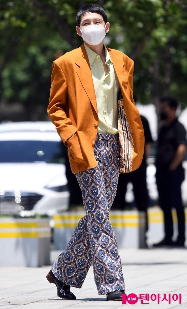 [TEN 포토] 봉태규 '등장부터 화려한 패션에 시선고정'
