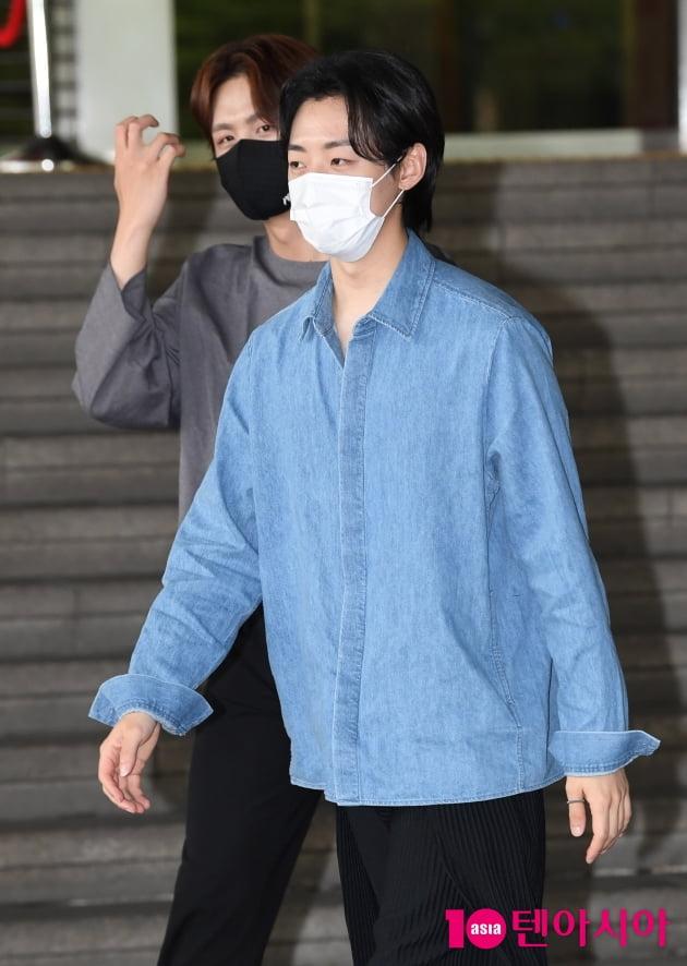 [TEN 포토] 레떼아모르 박현수 '퇴근합니다'