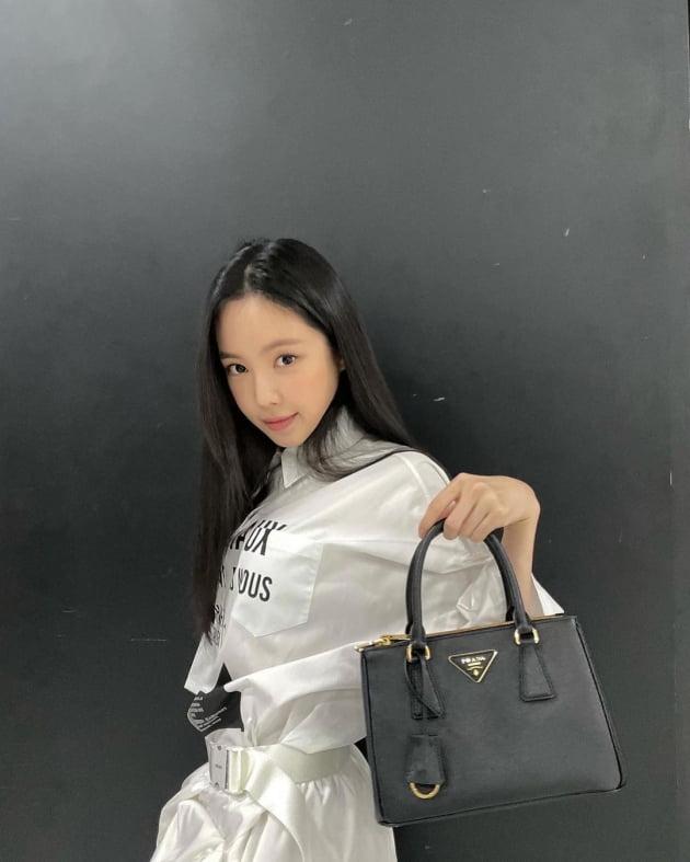 'YG行' 손나은, 미모보단 320만원 명품백 자랑 [TEN★]