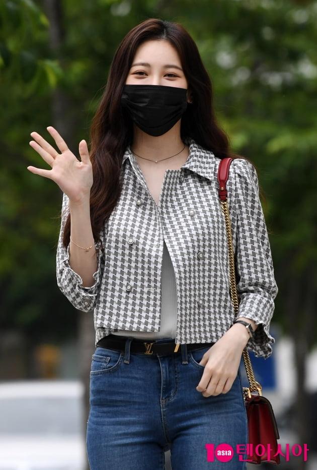[TEN 포토] 유라 '손바닥 보다 작은얼굴'