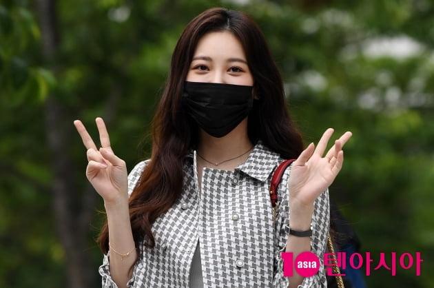 [TEN 포토] 유라 '귀엽게 브이~'