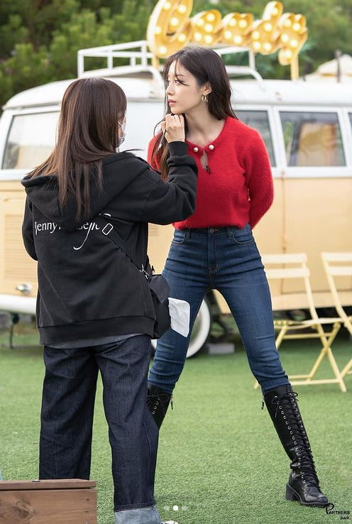 "'167cm' 지연, 쩍벌 매너다리 ""오늘도 미모갱신'[TEN★]"