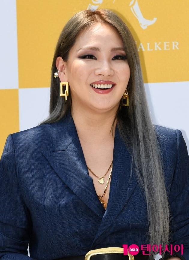 "CL, ""첫 정규앨범 '알파'로 여름 컴백"""