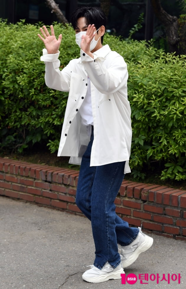[TEN 포토] 이수웅 '스파클링 첫 라이브 무대 합니다'