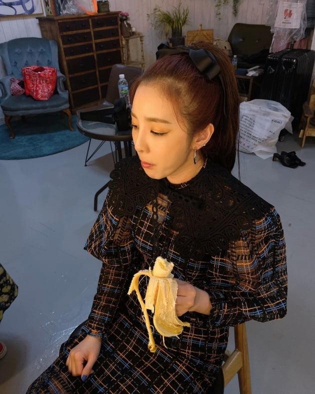 """'33사이즈' 산다라박 """"나도 이제 찌더라""""…바나나로 채울 수 없는 허기 [TEN★]"""