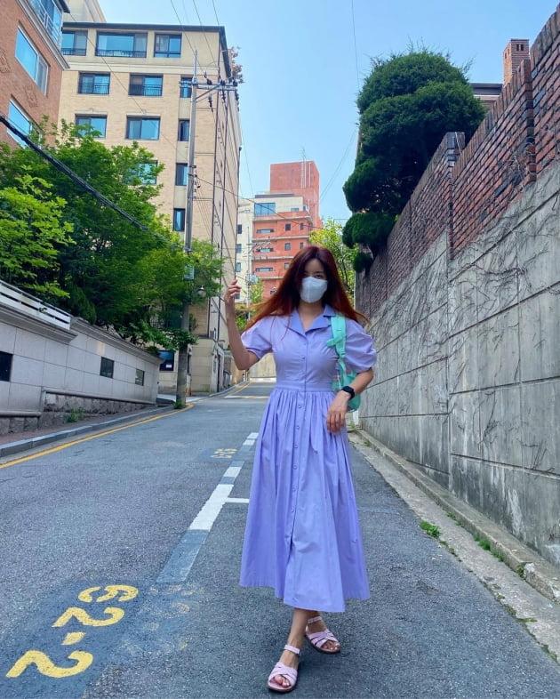 '한재석♥' 박솔미, 21만원 원피스+8만원 샌들로 등원룩 완성 [TEN★]