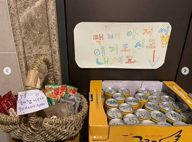 '백도빈♥' 정시아, 딸과 택배 간식 박스 1년째...감동으로 시작하는 아침[TEN★]