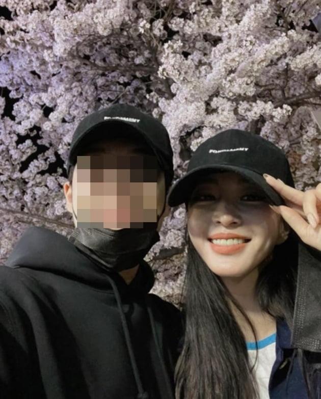 배우 한예슬(오른쪽)과 남자친구/ 사진=인스타그램
