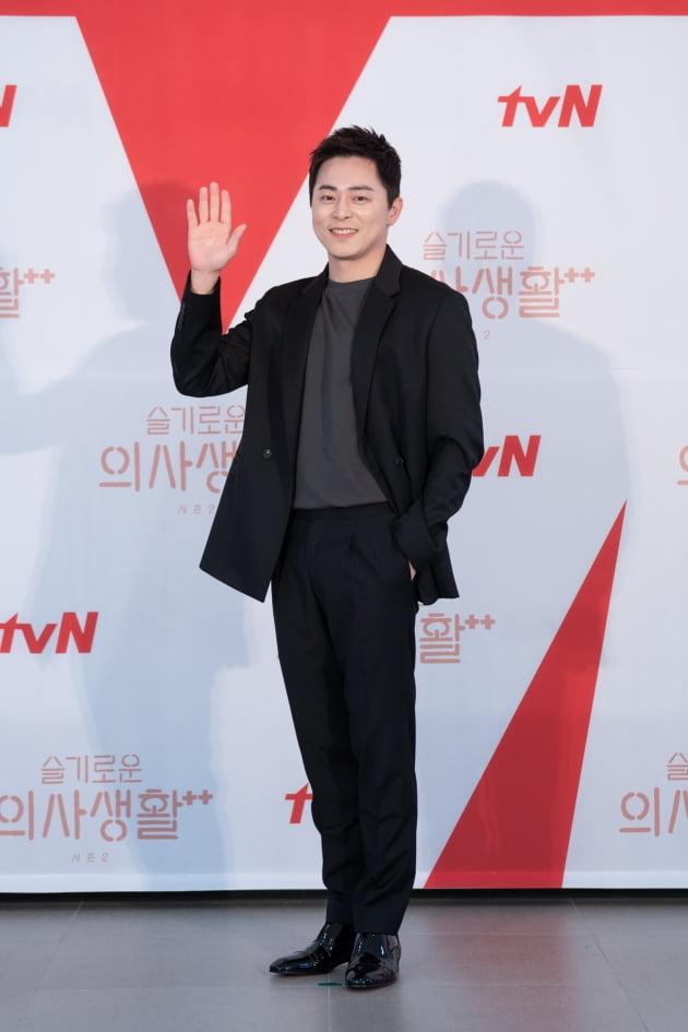 조정석은 '슬의생2'에서 율제병원의 간담췌외과 교수 이익준 역을 맡았다. /사진제공=tvN