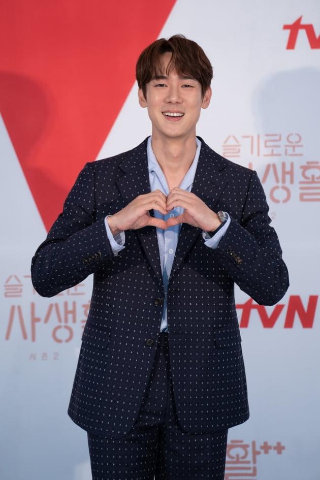 '슬의생2'에서 유연석은 다정한 소아외과 교수 안정원을 연기한다. /사진제공=tvN