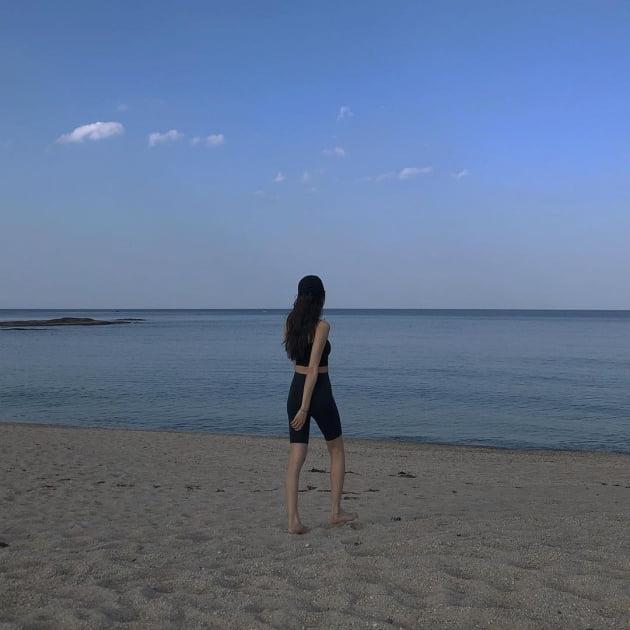 금새록, '브라톱+레깅스' 수영복 모델해도 되겠네 [TEN★]