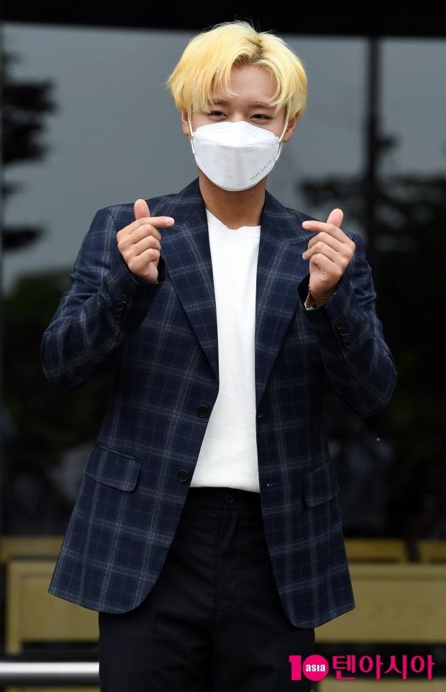 [TEN 포토] 박지훈 '심쿵 하트'