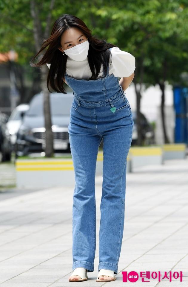 [TEN 포토] 진기주 '예의바른 90도 폴더인사'