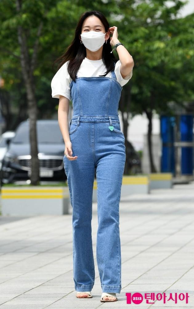 [TEN 포토] 진기주 '귀여운 멜빵바지'