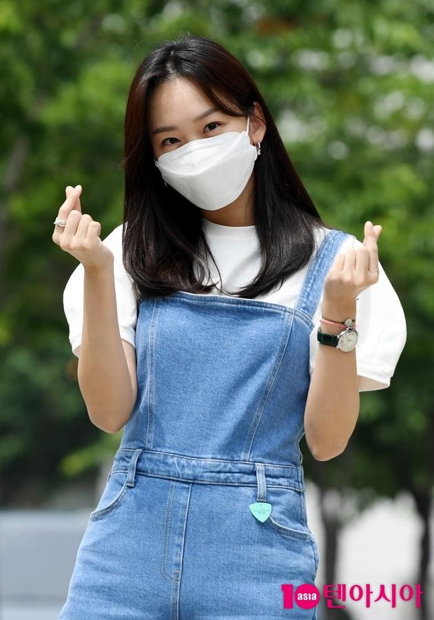 [TEN 포토] 진기주 '하트 뿌려요~'