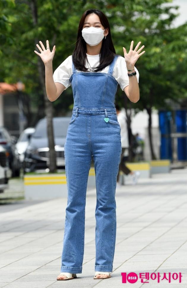 [TEN 포토] 진기주 '인형이 손을 흔드네'