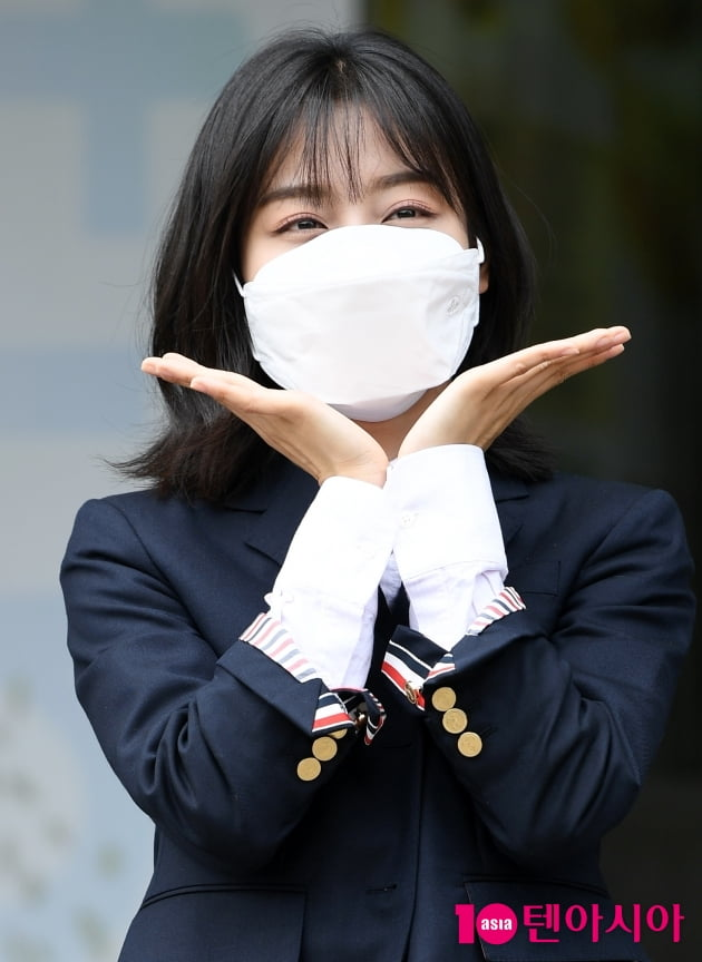 [TEN 포토] 강민아 '화사한 꽃받침'