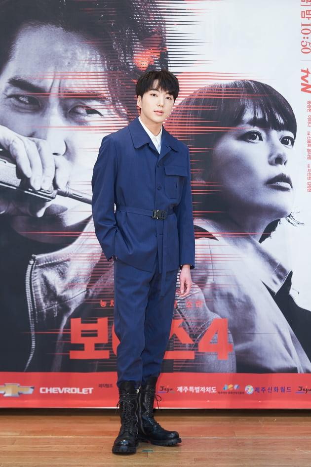 강승윤은 '보이스4'에서 사이버 수사대 특채 출신의 콜팀 요원 한우주로 나온다. /사진제공=tvN