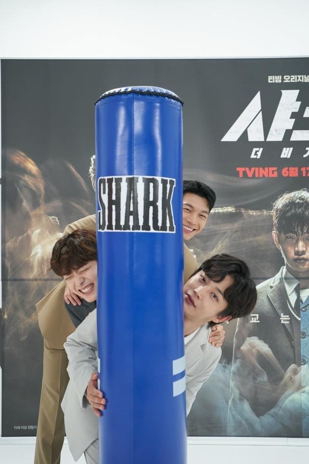 배우 위하준(위부터), 정원창, 김민석이 15일 열린 영화 '샤크 : 더 비기닝'의 온라인 제작발표회에 참석했다. / 사진제공=티빙