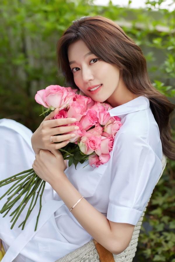 """하연주 """"20일 비공개 결혼식""""…로맨틱한 6월의 신부 [화보]"""