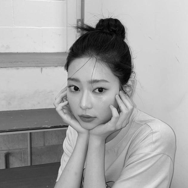 아이즈원 출신 김민주, 눈이 이렇게 크다고? 인형 눈망울 [TEN★]