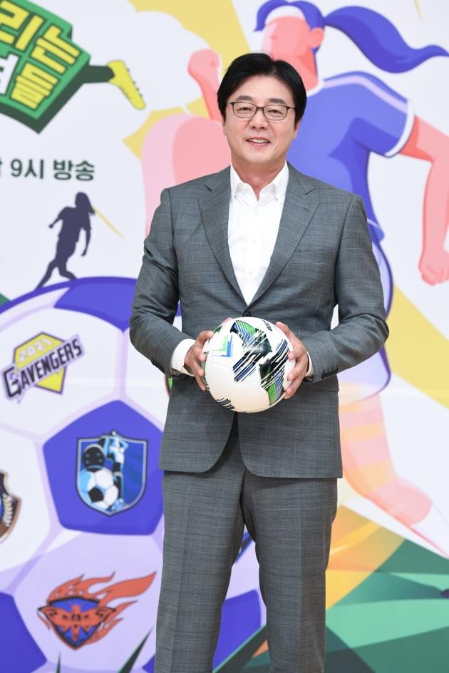 전 축구선수 황선홍이 16일 오후 온라인 생중계된 SBS 새 예능프로그램 '골 때리는 그녀들' 제작발표회에 참석했다. /사진제공=SBS