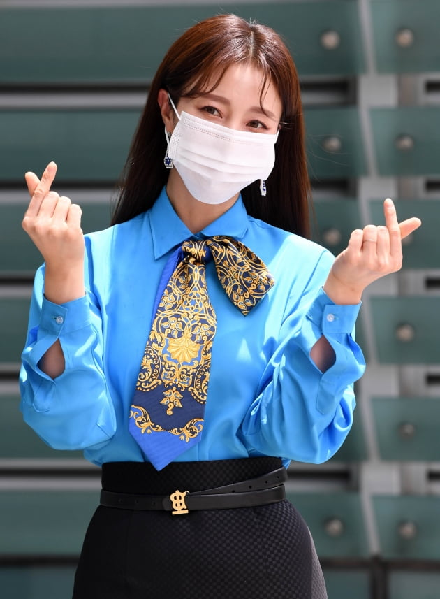 [TEN 포토] 안혜경 '귀한 하트 드려요'