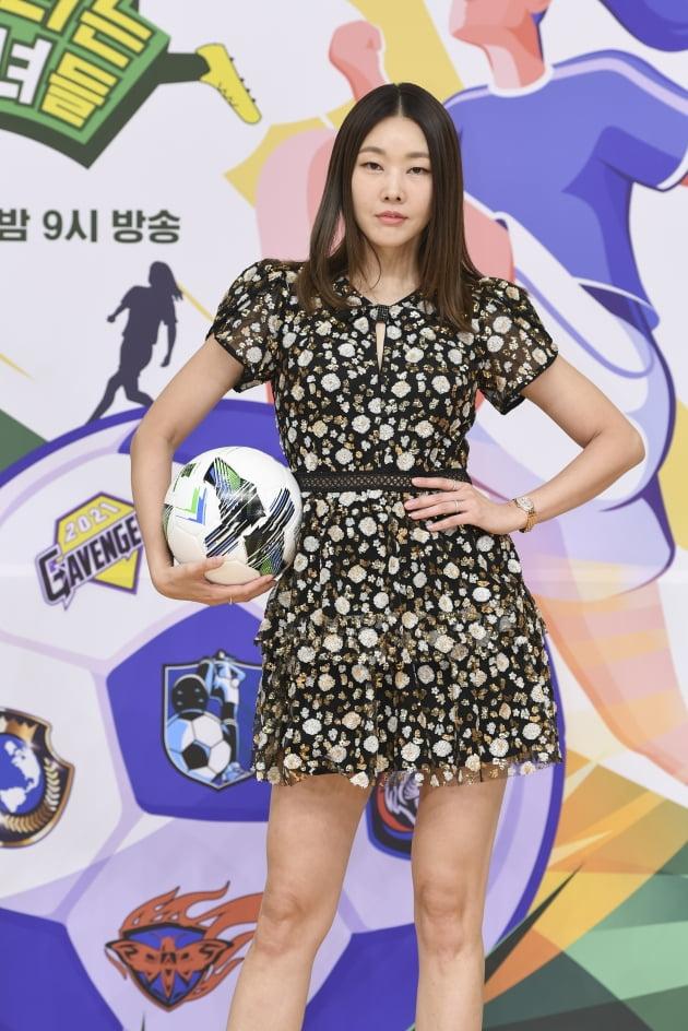 모델 한혜진이 16일 오후 온라인 생중계된 SBS 새 예능프로그램 '골 때리는 그녀들' 제작발표회에 참석했다. /사진제공=SBS