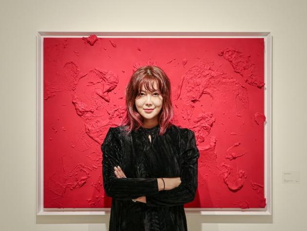 '입시생 수준' 혹평에도 승승장구 솔비, 작품 낙찰가 2000만원 돌파