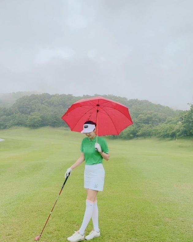 """'인교진♥' 소이현, 52만원 골프룩엔 빨간 """"오잘공""""이 포인트 [TEN★]"""