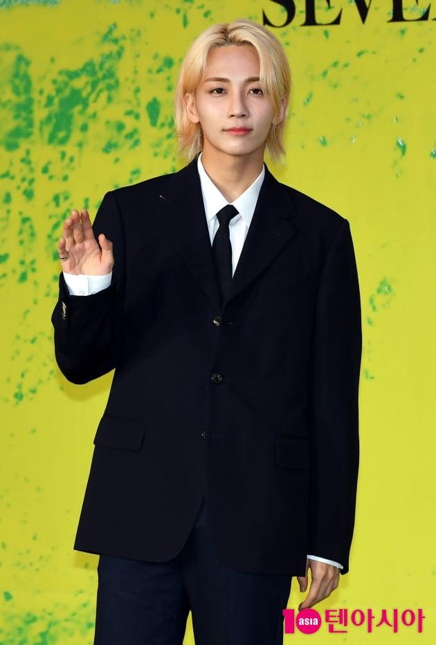 [TEN 포토] 세븐틴 정한 '금발의 미소년'