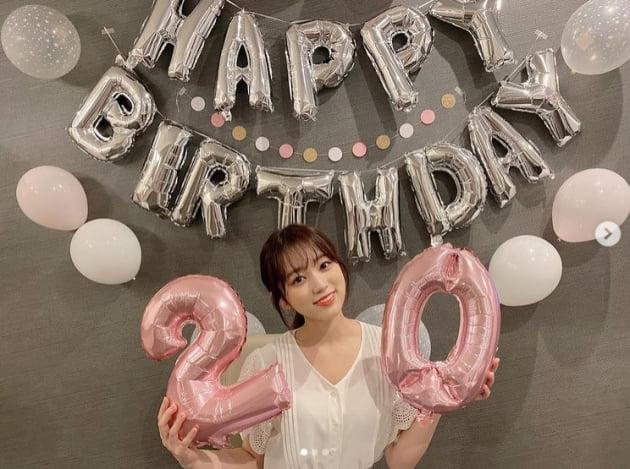 아이즈원 출신 야부키 나코, 20살 생일 미모…풍선 절반 밖에 안되는 얼굴[TEN★]
