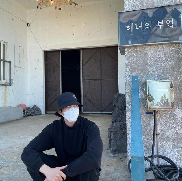 신민아♥'김우빈, 제주도가서 한 번은 말 걸어보고 싶은 잘생김[TEN★]