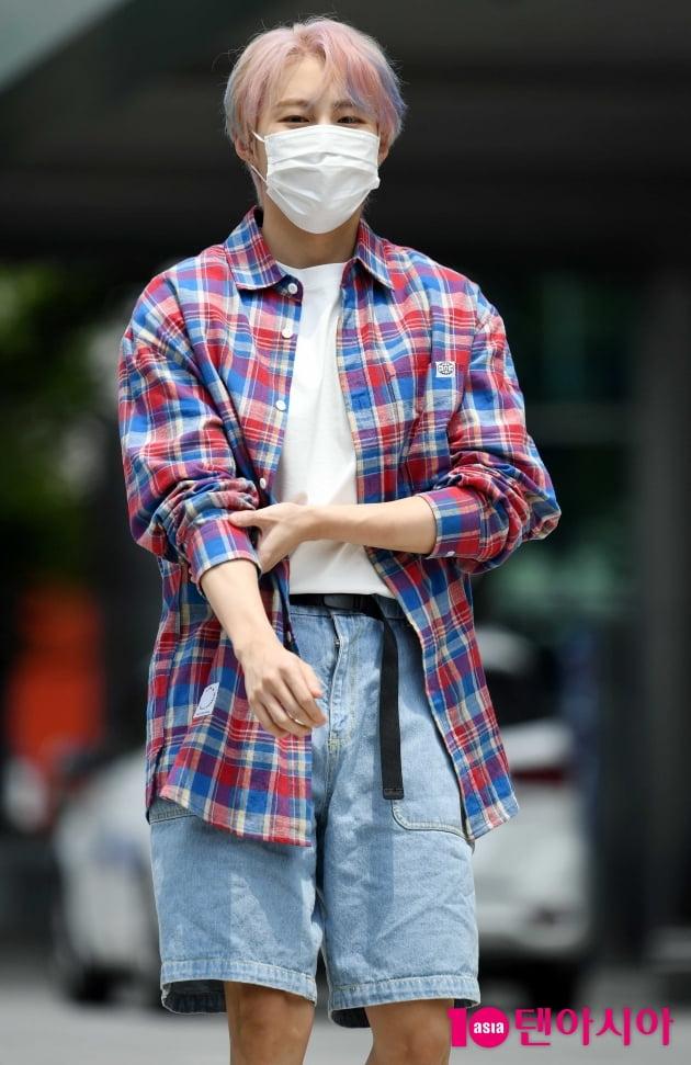 [TEN 포토] 하성운 '마스크를 해도 잘생김'