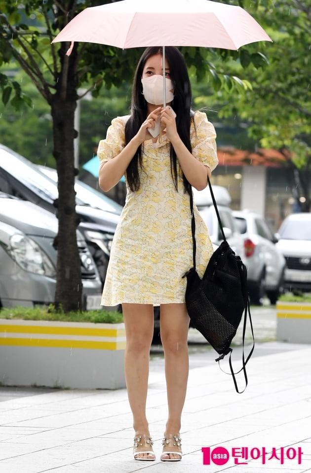 [TEN 포토] 브레이브걸스 유정 '청초함 가득한 핑크빛 매력'
