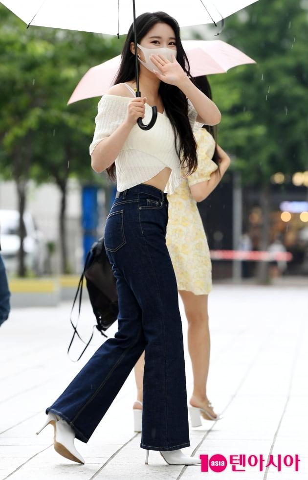 [TEN 포토] 브레이브걸스 민영 '남심 설레이는 손인사'