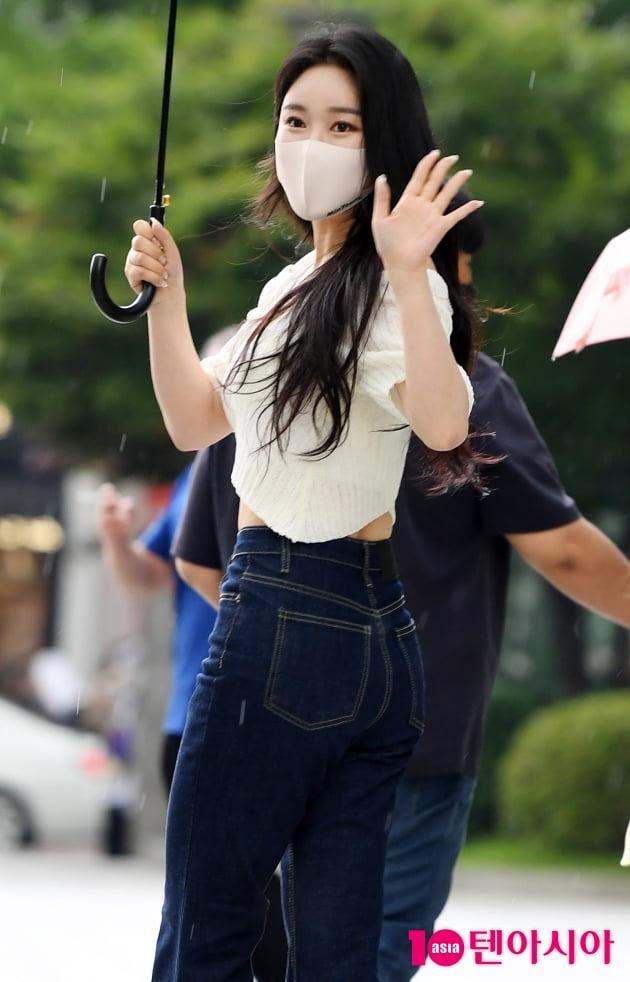 [TEN 포토] 브레이브걸스 민영 '뒤돌아보면 화보'