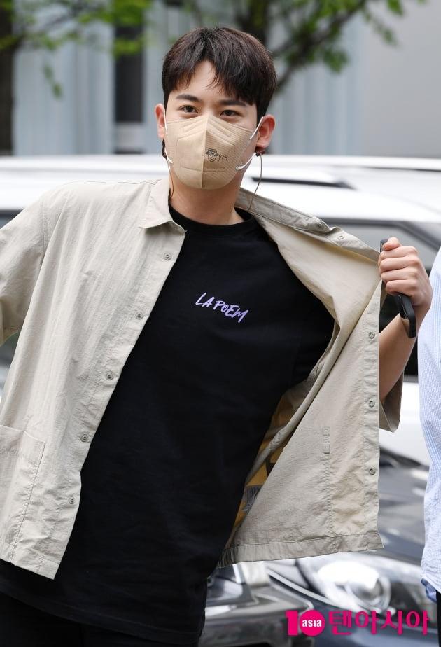 [TEN 포토] 라포엠 유채훈 '새 음원으로 컴백했어요'