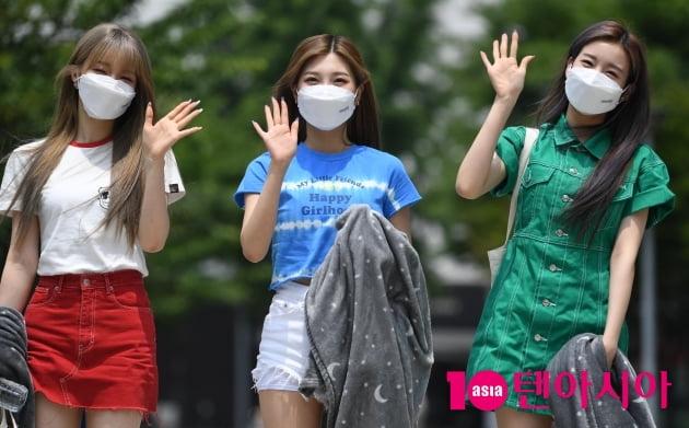 [TEN 포토] 우아 나나-민서-우연 '오늘은 세명만 왔어요'