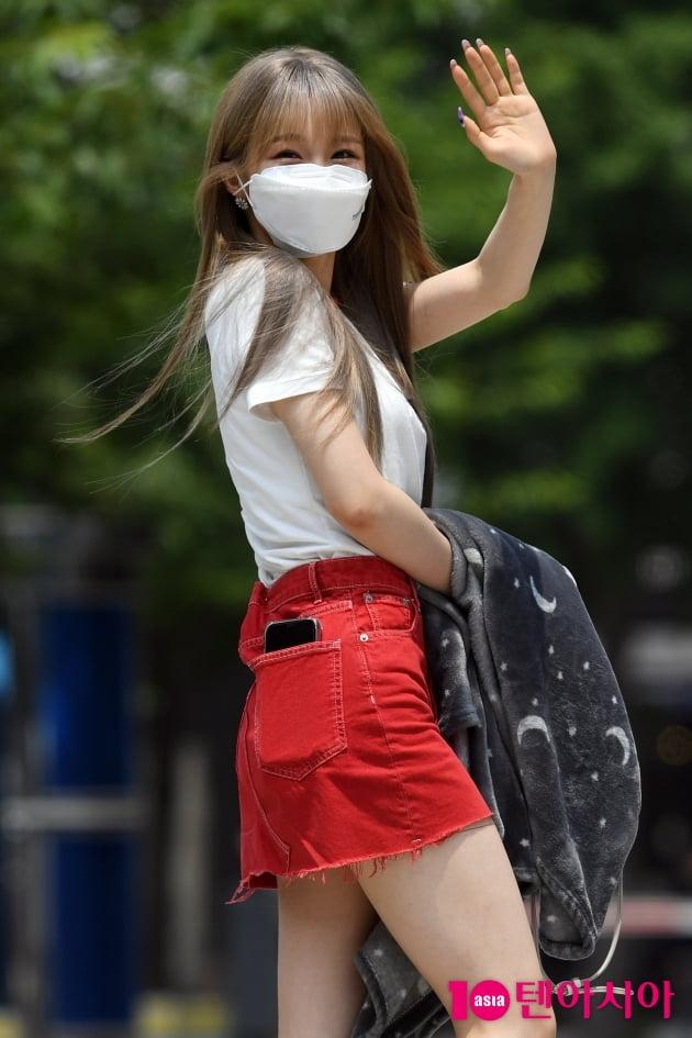 [TEN 포토] 우아 나나 '짧아도 너무 짧은 초미니'
