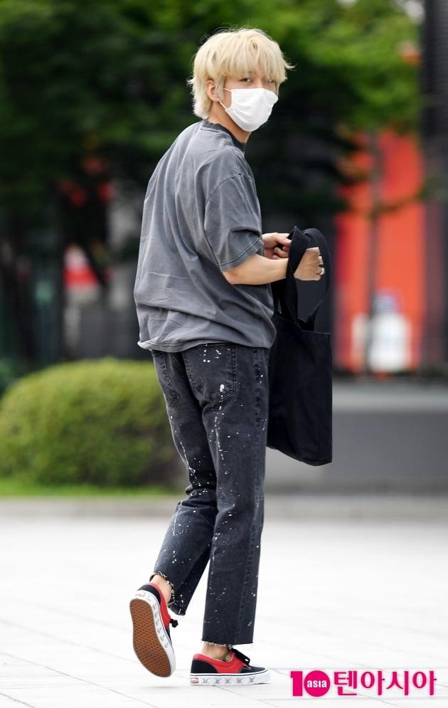 [TEN 포토]이승윤 '뒤돌아보면 심쿵'
