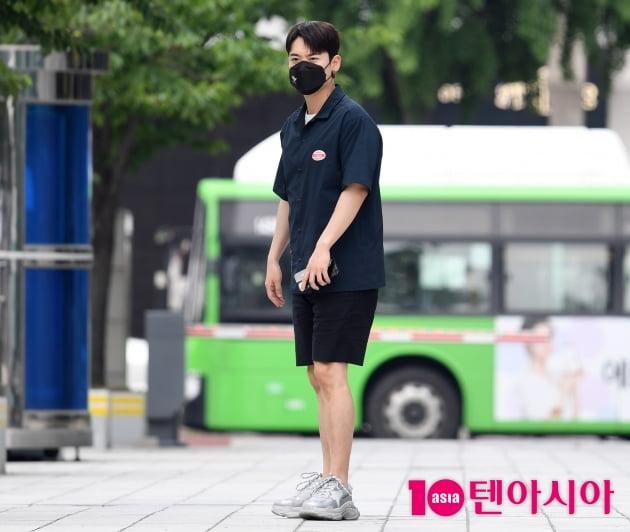 [TEN 포토]라포엠 유채훈 '왜 나 혼자일까?'