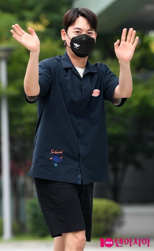 [TEN 포토]라포엠 유채훈 '라디오 잘하고 올께요'