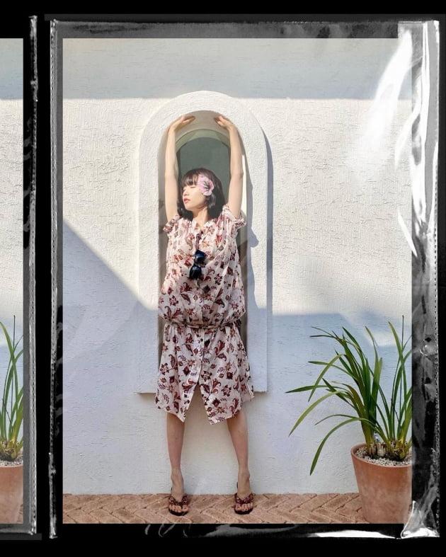 '류수영♥' 박하선, 아치형 창문에 쏙 들어가는 몸매 [TEN★]